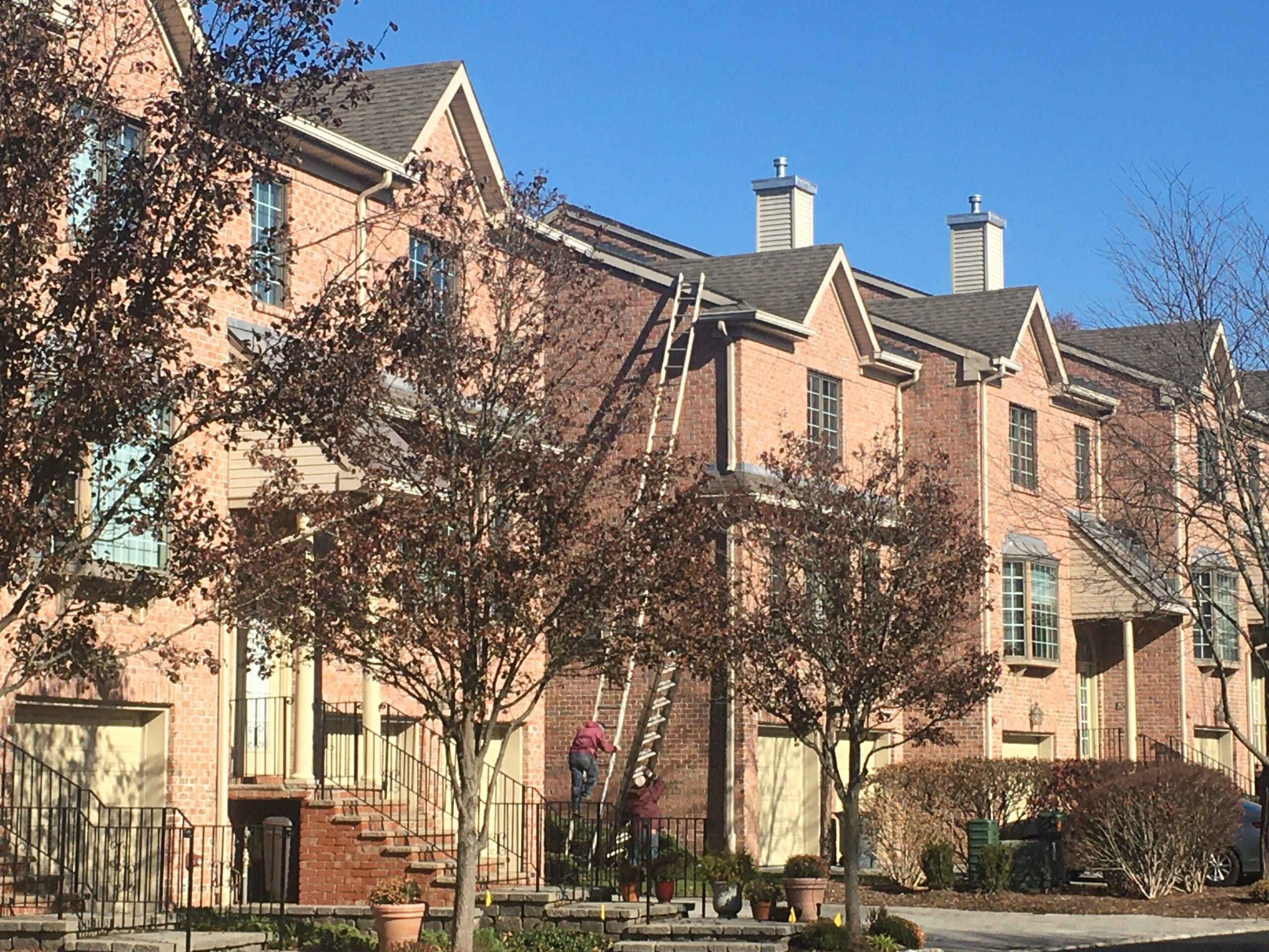 gutter cleaning of a condo complex in old tappan nj, bergen county